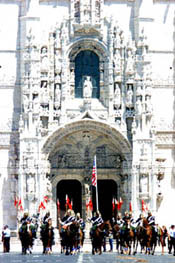 The horse cartege assembles in front of the Jeronimos Monastery.