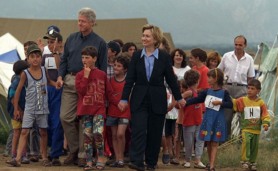 The President and Mrs. Clinton visit Stenkovic I refugee camp in Macedonia.