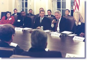 The President and Sandra Thurman with the Presidential Advisory Council on HIV and AIDS (12/18/98)