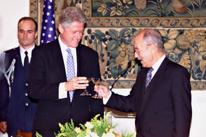 President Clinton toasts President Stephanopoulous during a state dinner at the Presidential Palace in Athens, Greece