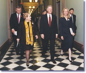 The President with USAID Administrator Atwood, Secretary Albright, Sandra Thurman, and Christopher Jennings arriving at White House World AIDS Day Commemoration (12/1/98)